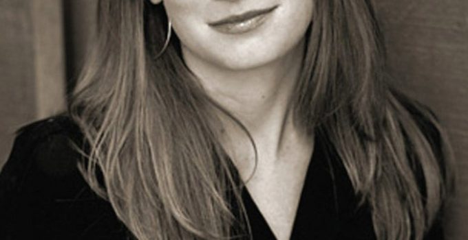 Gillian Flynn Featured