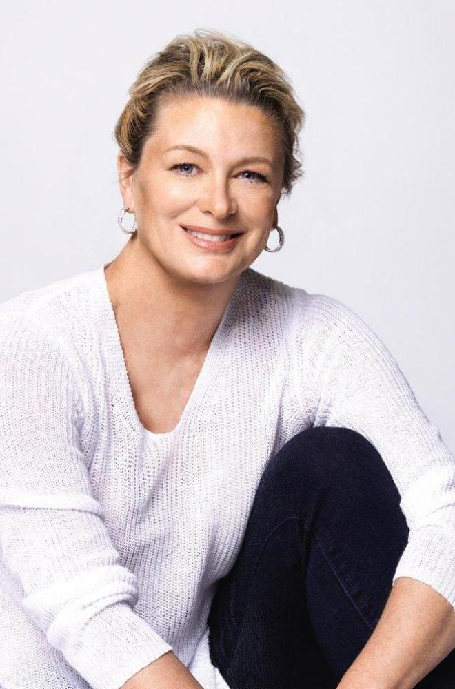 Kristin Hannah Featured