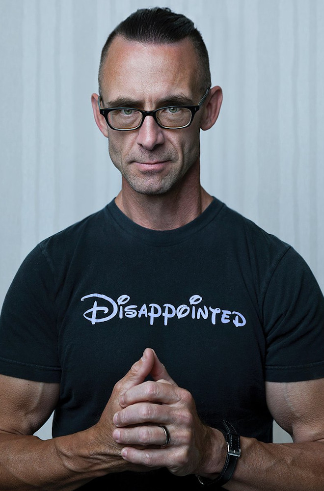 Chuck Palahniuk Featured