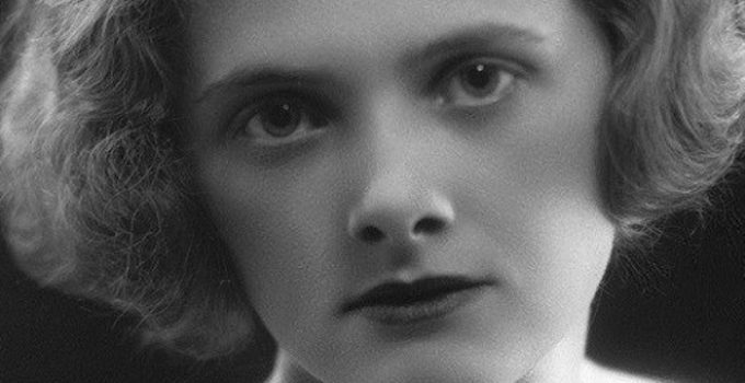 Daphne du Maurier Featured