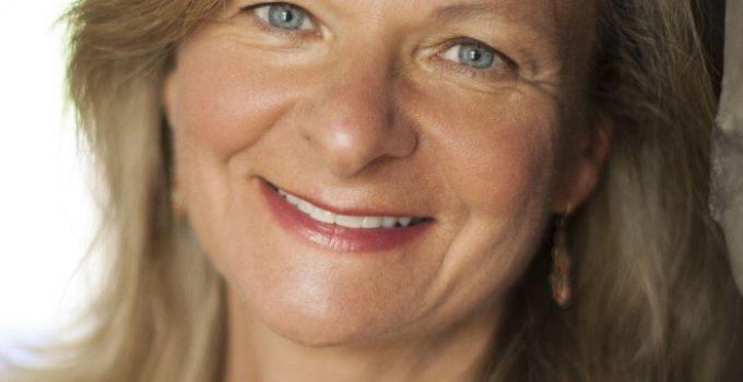 Lisa Scottoline Featured
