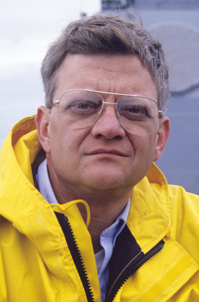 5 Best Tom Clancy Books (2021)