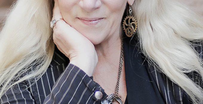 Heather Graham Featured